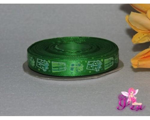 """Лента атласная 15 мм с рисунком """"Новогодний подарок"""" зеленый"""