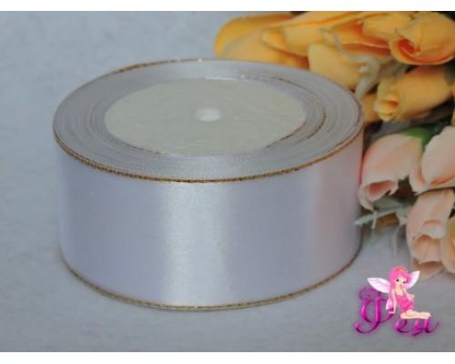 Атласная лента 40 мм с золотым люрексом, белого цвета