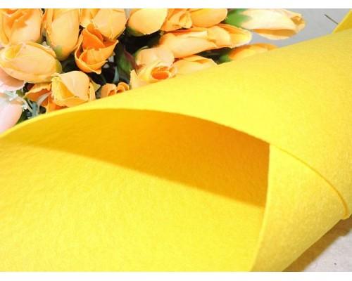 Фетр жесткий цв.золотисто-желтый 1мм (лист 41см * 49см)