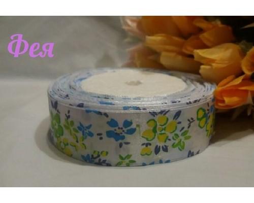 """Атласная лента 25 мм белого цвета с рисунком """"Весенние цветы""""(голубые, желтые)"""