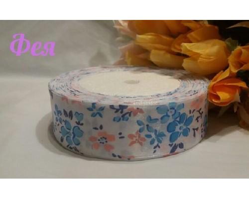 """Атласная лента 25 мм белого цвета с рисунком """"Цветы""""(голубые, розовые)"""