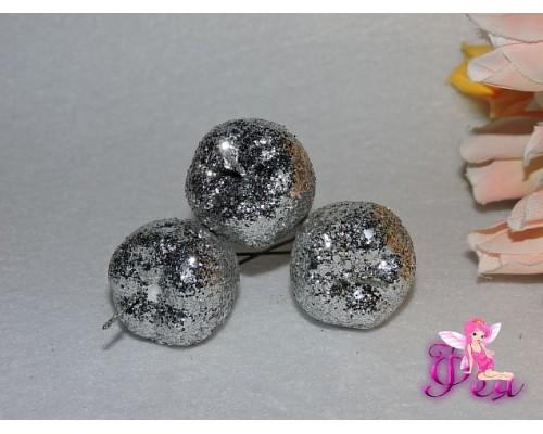 Яблоко на веточке с блестками, серебро